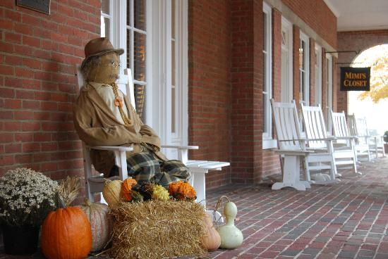 Tidewater Inn: Beautiful Fall Day