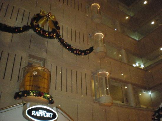Kyoto Century Hotel: 吹き抜けノロビー