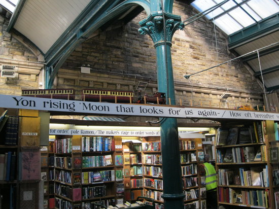 Alnwick, UK: Inside the bookshop - note the train
