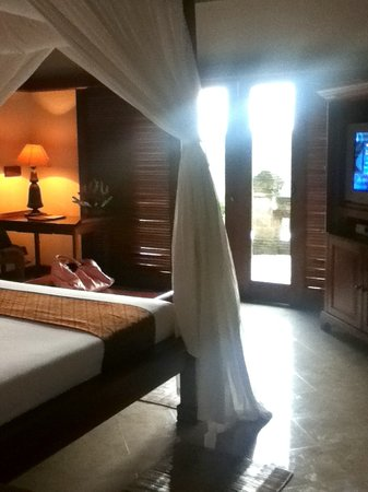 Puri Wulandari Boutique Resort: our comfy bedroom with view straight to green jungle