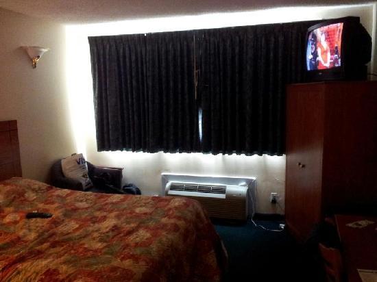 JFK Inn: my room