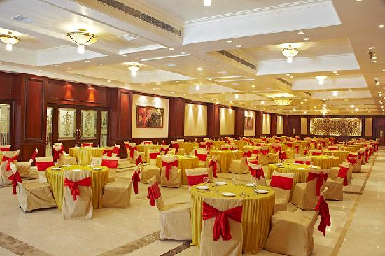 Amargarh Resort: Banquet Hall