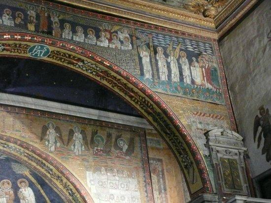 Basilica Di Santa Prassede: particolari dell'interno
