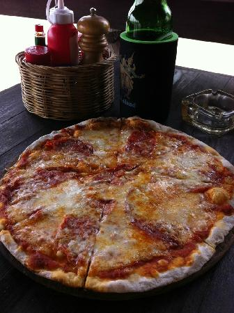 Drifters Beach Cafe: awesome pizza!