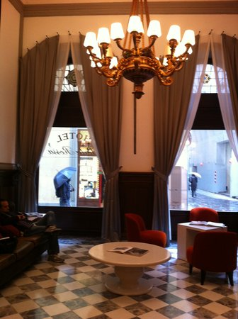 NH Collection Firenze Porta Rossa: lobby, looks better than the photos