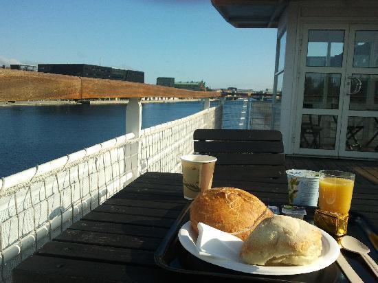 CPHLIVING Floating Hotel: Frühstück an Deck