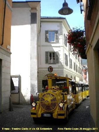Il Trenino Giallo nel centro storico di Tirano