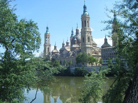 El Ebro: Il Pilar visto dall'Ebro