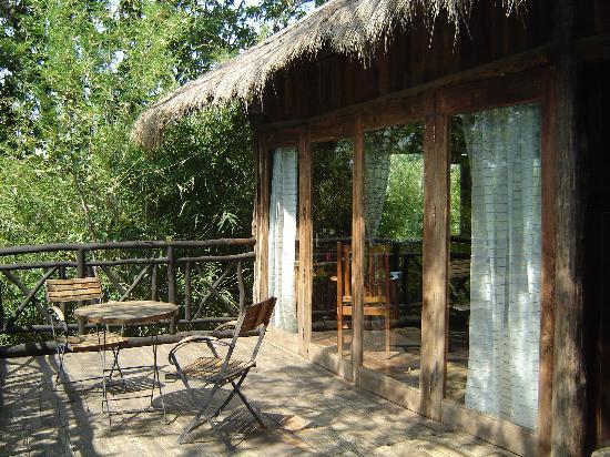 Pugdundee Safaris Tree House Hideaway: The Balcony in the tree house