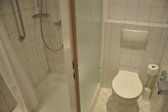 Holiday Inn Express Berlin City Centre : Bathroom View 2