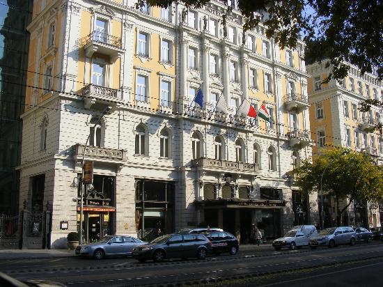 Corinthia Hotel Budapest: Outside View