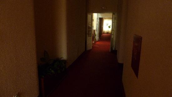 Hotel Dora: creepy hallway