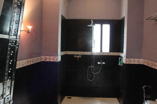 Casa Artista Bali: Bathroom