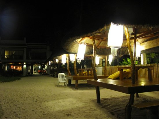 Sur Beach Resort: Some of Sur's Cabanas at night...you can choose to have drinks here for quiet evening out. Bar c