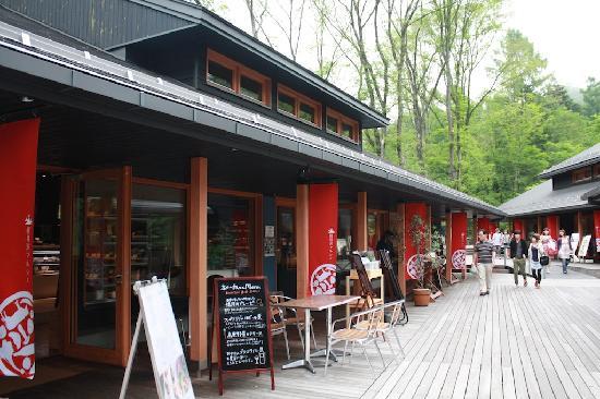 Karuizawa-machi, Japan: テラスにあるお店