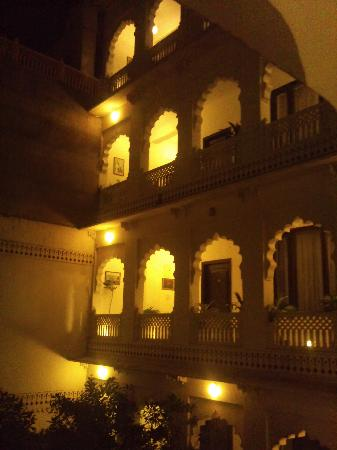 Heritage Khandwa Haveli Hotel: Looks nicer in pics..you can even snakes look adorable in photos!!!