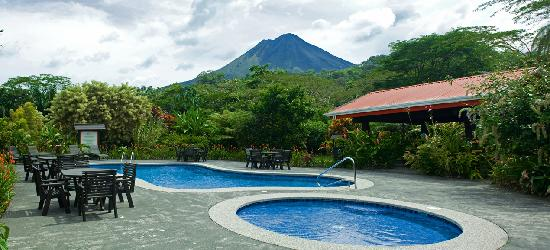 Volcano Lodge & Springs: Arenal pool area