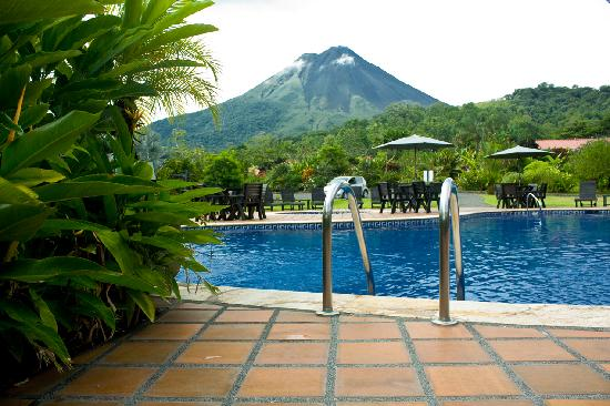 Volcano Lodge & Springs: Pool Area