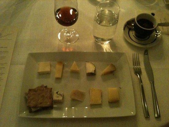 Regissorsvillan: Ostbricka med fikonmarmelad i kopp