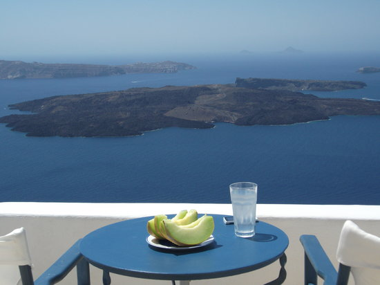 Arc Houses: Breakfast overlooking the Caldera!