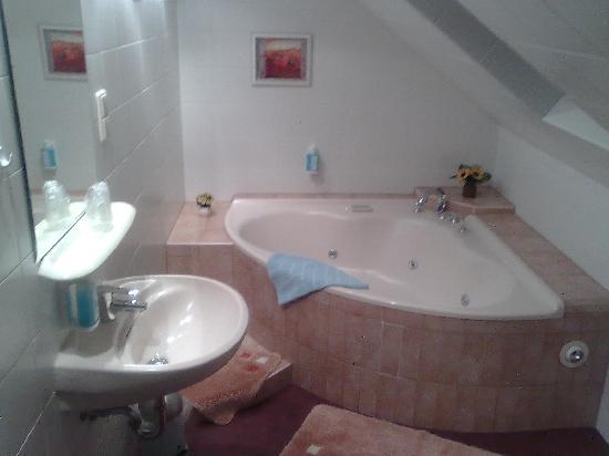 Hotel Sterngrund: Badezimmer mit Jacuzzi
