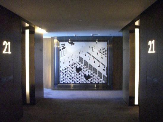 Elevator hall - Picture of Hotel ICON, Hong Kong