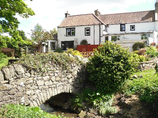 Kingarroch Inn Gastro Pub: View from the bridge in back garden