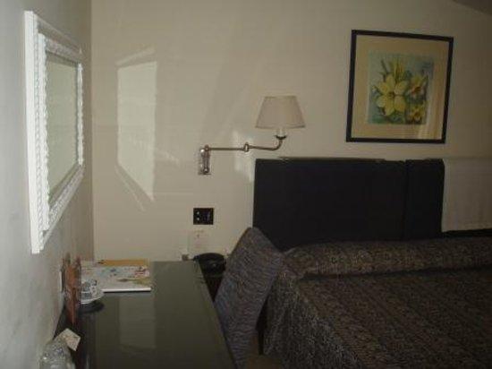 Cala del Porto: Bed and desk