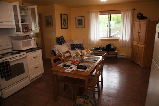 Home Away From Home Cottage - Bears Den & Eagles Nest: General Interior