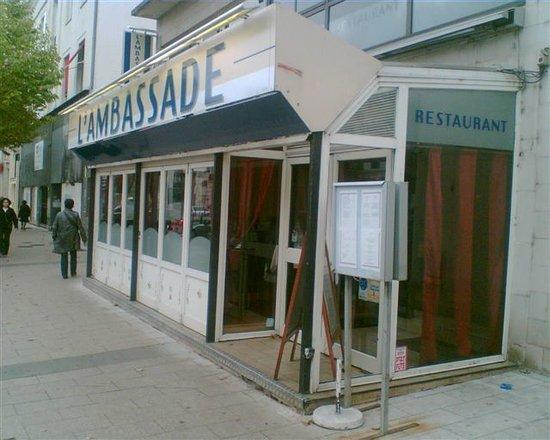 L'Ambassade : View from the pavement.