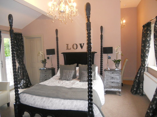 Hilton House: Four poster bed