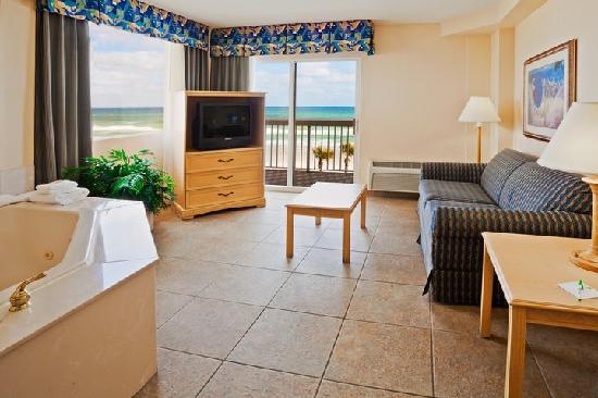 Holiday Inn Hotel & Suites Daytona Beach: King Jacuzzi Suit with balcony