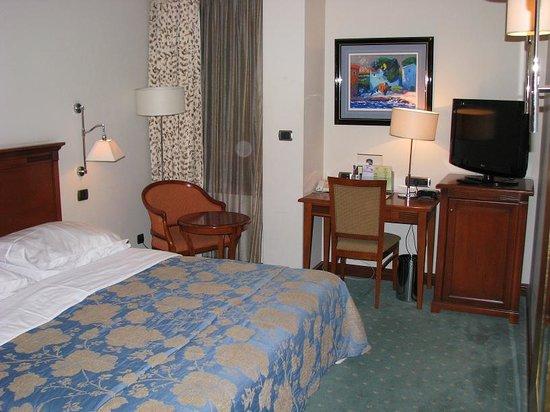 BEST WESTERN PREMIER Hotel Astoria: Rm 320 king bed