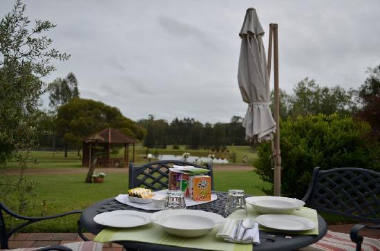 Splinters Guest House: breakfast on the terrace
