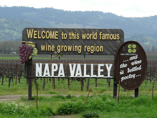 Flex Wine Tours: Classic wine country welcome landmark