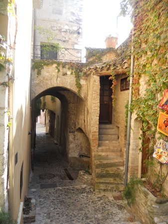 Haut de Cagnes : alley way