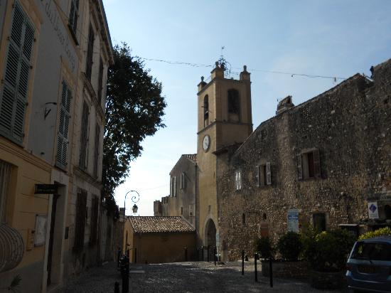 Haut de Cagnes : church