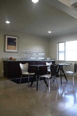 Aladdin Inn and Suites: Breakfast Area
