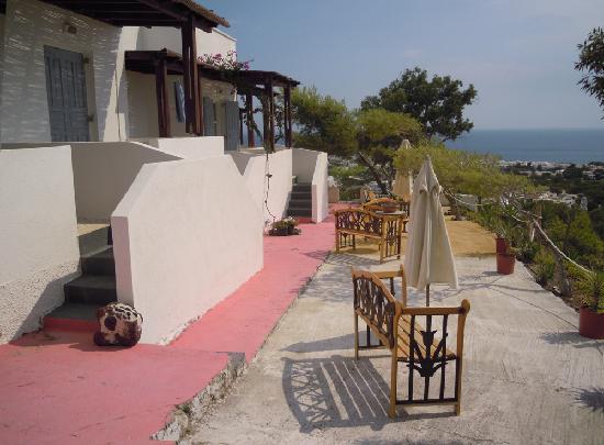 Acropole Sunrise Hotel: outside
