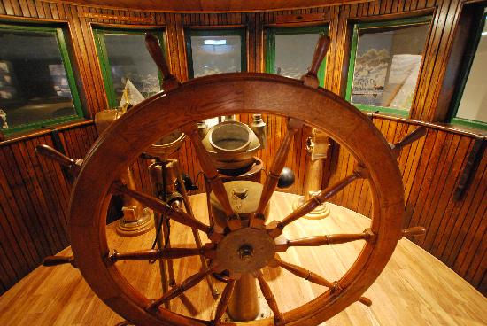 Door County Maritime Museum: Ships Wheel in the steamship Elba pilothouse at the Sturgeon Bay Museum