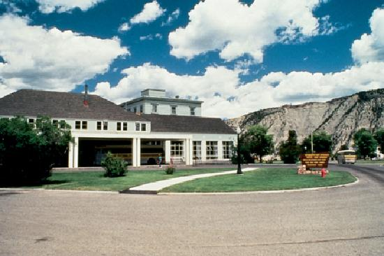 Mammoth hot springs hotel cabins updated 2018 prices for Mammoth hot springs hotel cabins