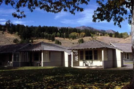 Mammoth hot springs hotel cabins updated 2017 reviews for Cabins in wyoming near yellowstone