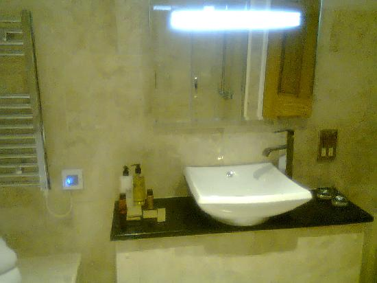 Castle Bromwich Hall Hotel: Bathroom
