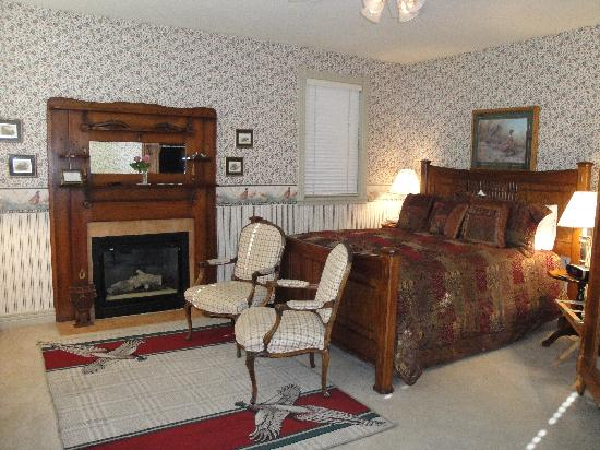 Hennessey House Bed and Breakfast: Pheasant Dreams in the Carriage House