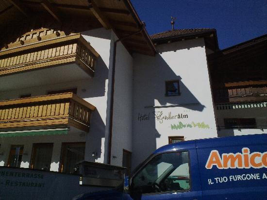 Hotel Pfandler Alm: Entrata dell'hotel