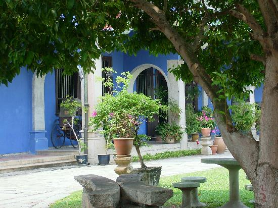 Cheong Fatt Tze - The Blue Mansion: outside the blue mansion