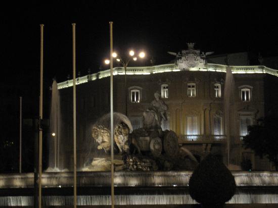 Fuente de Cibeles: Cibeles de noche