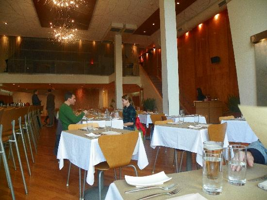Karyn's On Green: Main dining room, don't be fooled, it gets very busy as actual dinnertime approaches