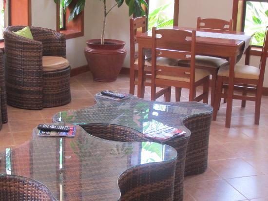 Lush Garden Hotel: The lobby