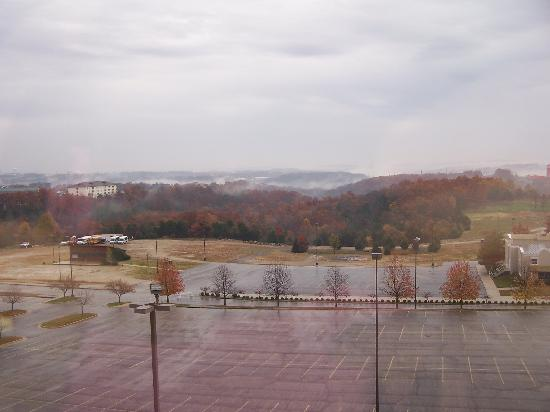 Hampton Inn Branson on the Strip: Our view on a rainy day.